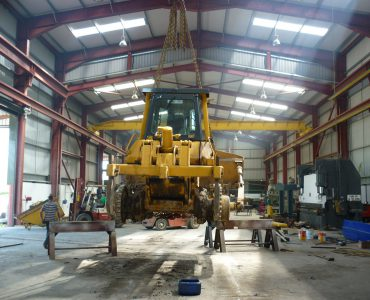 lifting with gantry cranes makes repairs to heavy machinery quicker with less down time for customer